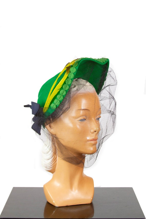 1940s Hat ~ Green New York Creation Feather and Bl