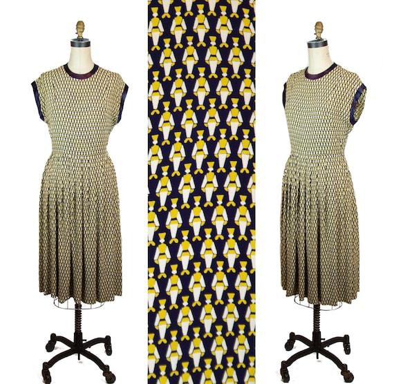 Vintage 1940s Dress ~ Russian Cossack Novelty Prin