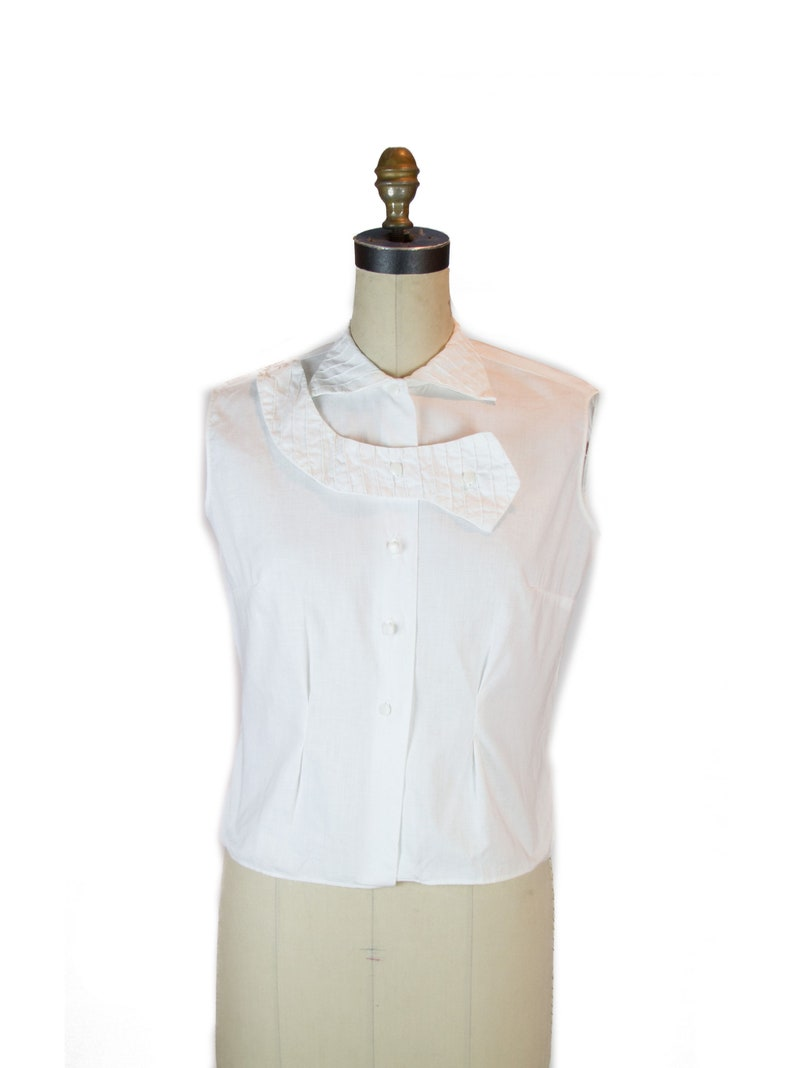 402a742f887be 1950s Top White Cotton Sleeveless Top with Interesting