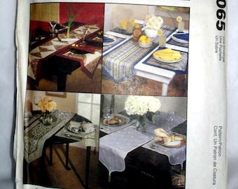 VINTAGE - McCall's 2065 - TABLE Runners - Place mats - and Napkins