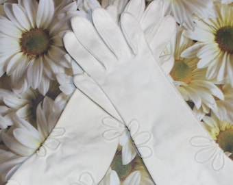 Sweet Vintage Off White Ladies Floral Stitched Gloves