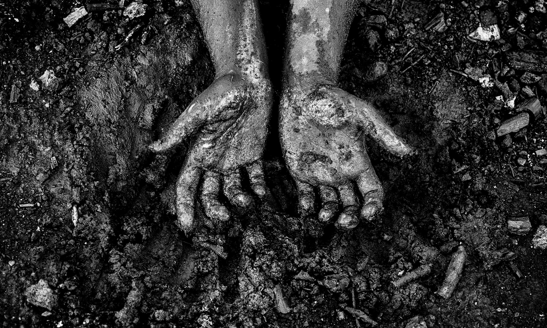 Desperate hands print dark dirty grief sadness zoom m4hsunfo