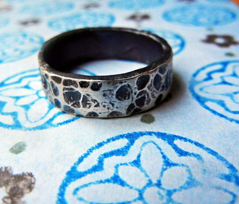 Beautiful Mens Wedding Ring Animal Skin Look Simple Silver