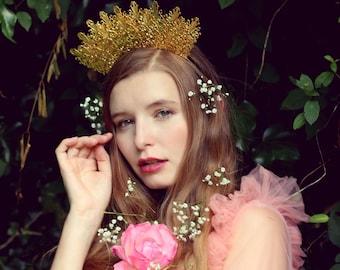 Gold crown, baroque metallic crown