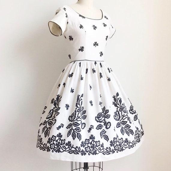 Vintage 50s Black and White Cotton Rose Border Pr… - image 4