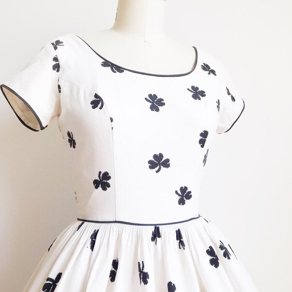 Vintage 50s Black and White Cotton Rose Border Pr… - image 2