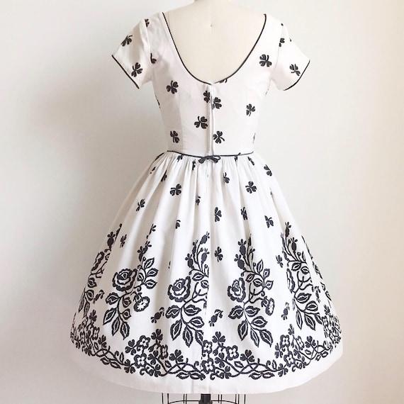 Vintage 50s Black and White Cotton Rose Border Pr… - image 6
