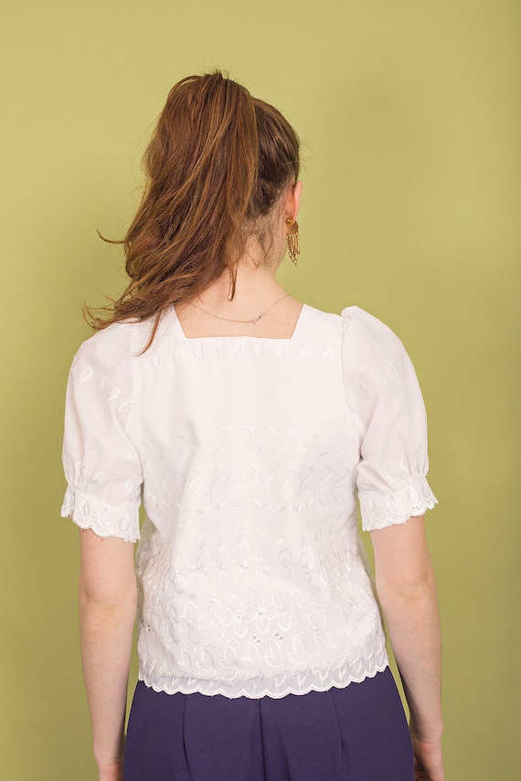 70s White Square Embroidered Blouse Vintage Daint… - image 8