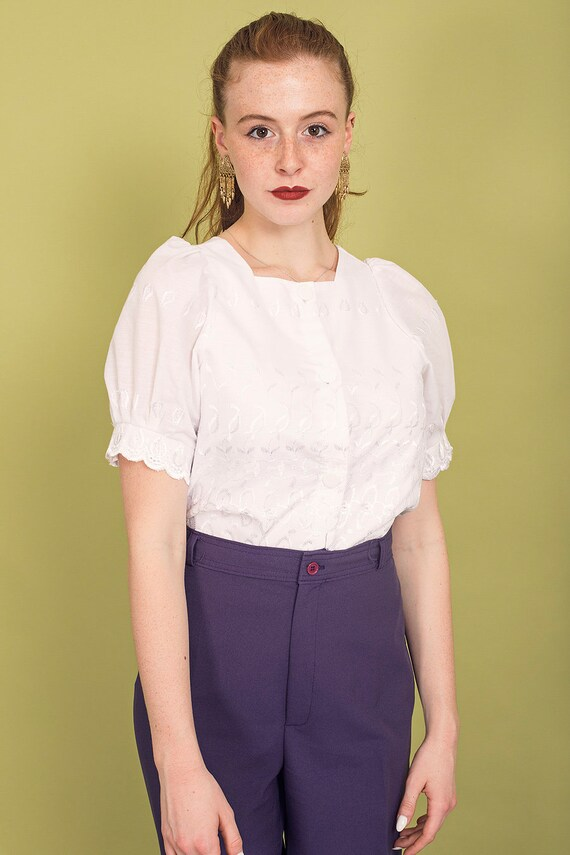 70s White Square Embroidered Blouse Vintage Daint… - image 2