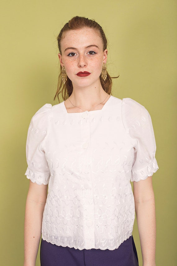 70s White Square Embroidered Blouse Vintage Daint… - image 6
