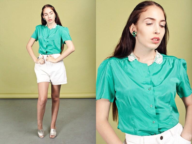 e714a725ba915 80s Green Lace Collar Blouse Vintage Dainty Short Sleeve Top