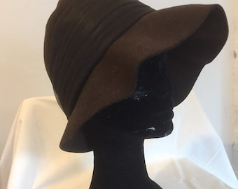 06cf22c715555 Original Vintage 1940s Cloche Style Hat