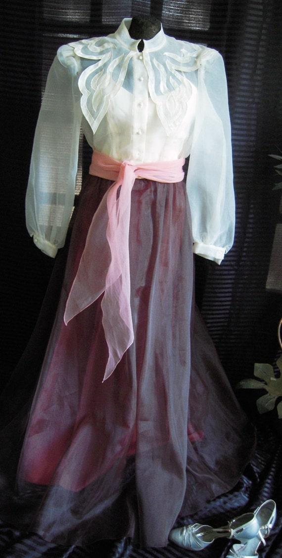 Romantic  1940s Style Glamorous Peignoir Hostess S