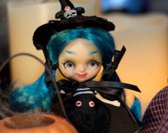 "Custom Petite Blythe fake doll ""Halley, the Witch"""