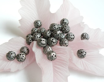 10 Filigree round spacer beads antique silver plated brass 8mm 8245MB