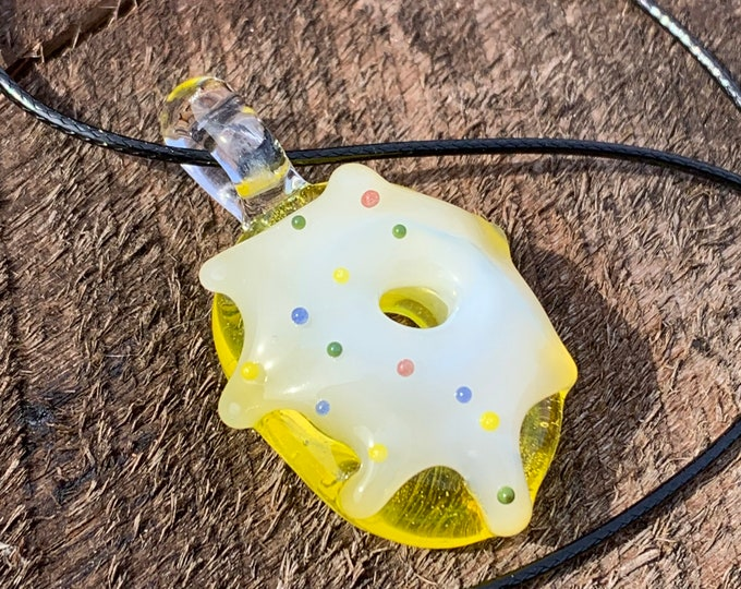Citron with Vanilla frosting donut pendant