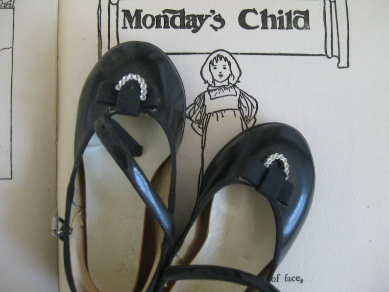 vintage mary jane patent leather shoes in box  ~ once worn by a very dancy little girl