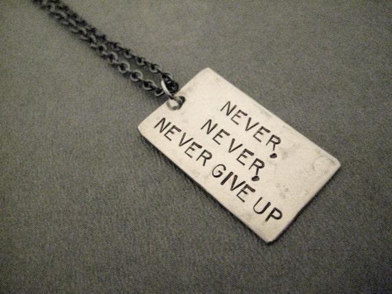 Damen Herren Motivation never never give up Anhänger Charm silber NEU