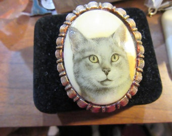 Vintage Grey Portrait Kitty Cat Brooch with Yellow Eyes
