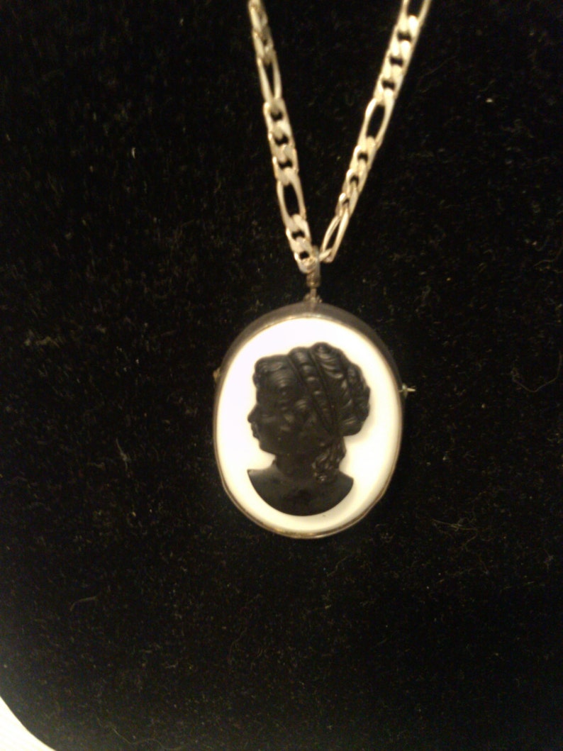 Black Caneo on Glass set in Sterling on 30 Figaro Sterling Chain both Brooch /& Necklace