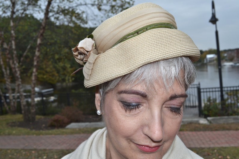 Millinery Flowers Beige Bucket VA123 1940/'s Vintage Hat Raffia Straw Cloche Hat