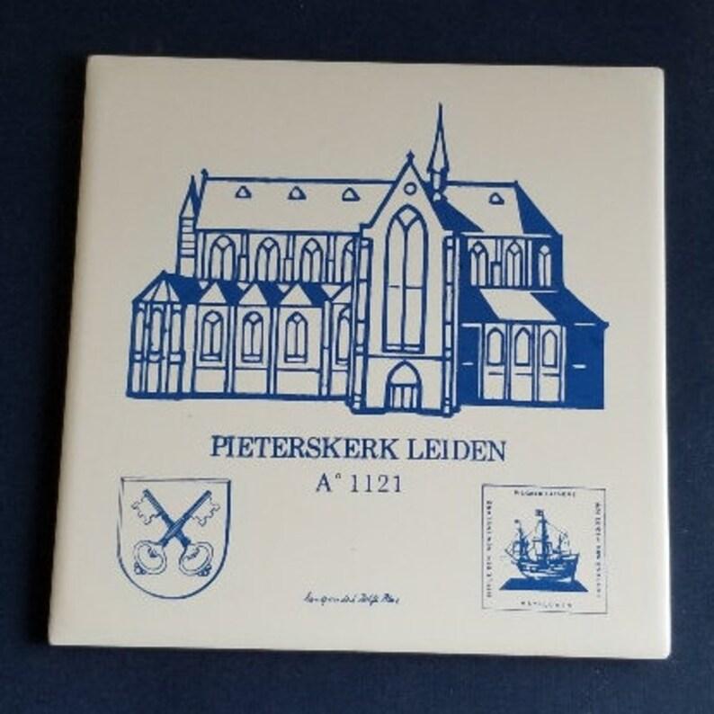 P680-COD2 TileTrivet Pieterskerk Leiden Souvenir