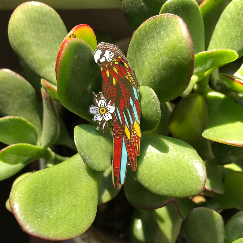 Parrot Lapel Pin image 0