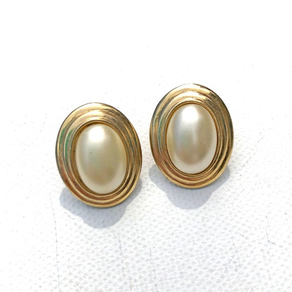 Vintage Oval Pearl and Gold Earrings - image 1