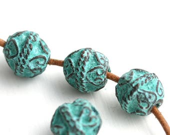 10mm Metal round beads, Green patina on copper, Heart Ornament, Verdigris,  Lead Free - 4Pc - F126