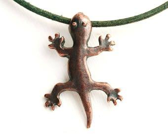 Antique Copper Lizard pendant, Gecko metal charm, Greek metal casting animal bead, 1pc - F652