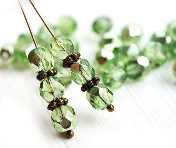 6mm cristal vert en verre tchèque perles, enduit, la moitié de feu polis, verts perles, rondes à facettes entretoises - 6mm - 30Pc - 0020