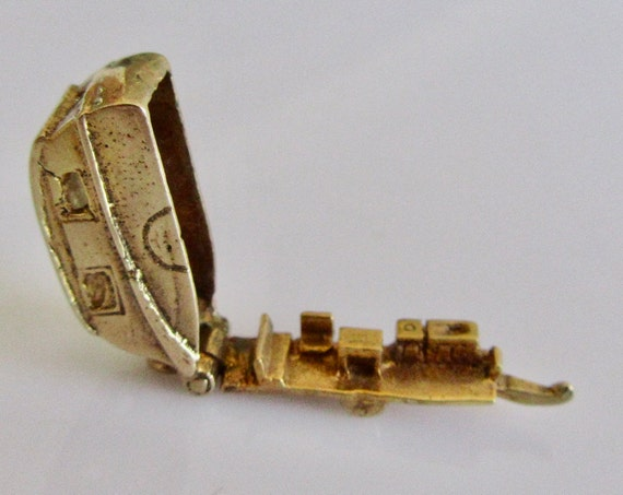 9ct Gold Caravan and Furniture Opening Charm