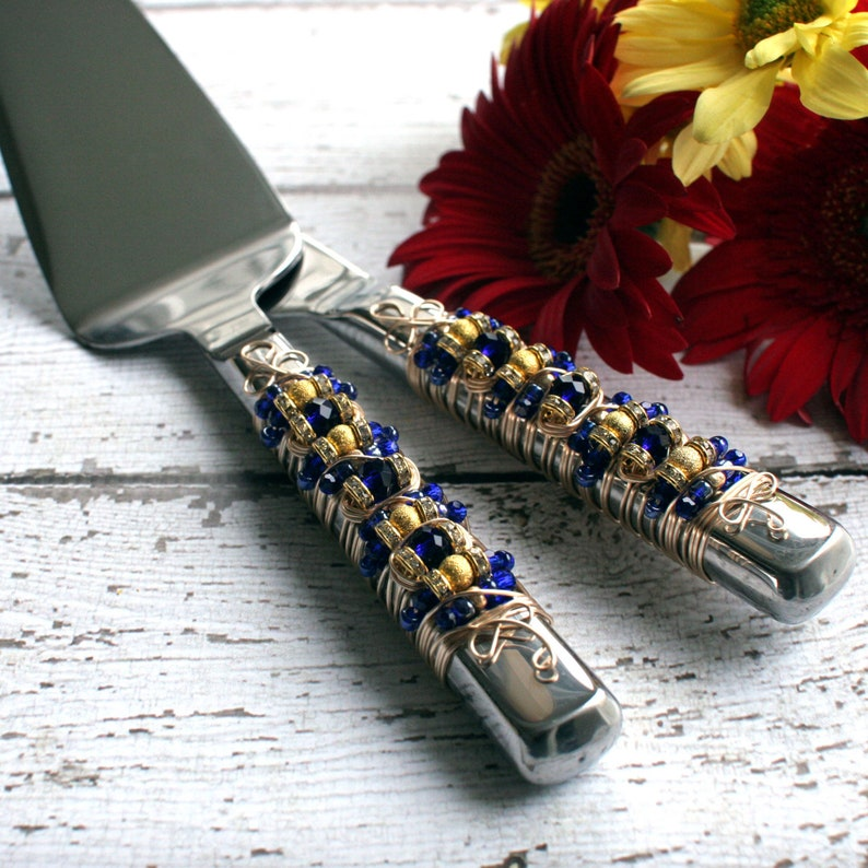 CAKE SERVERS Royal Blue and Gold Beaded Wedding Cake Serving image 0
