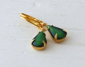 Emerald Green Earrings .. small earrings, teardrop earrings, green dangle earrings, vintage glass earrings