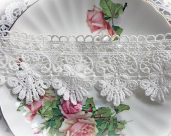 Reneabouquets Trim- 2 1/4  Inch Wide Sweet Daisy Lace , Embroidery,  Venice , Bridal, Costume Design, Lace Applique, Crafting