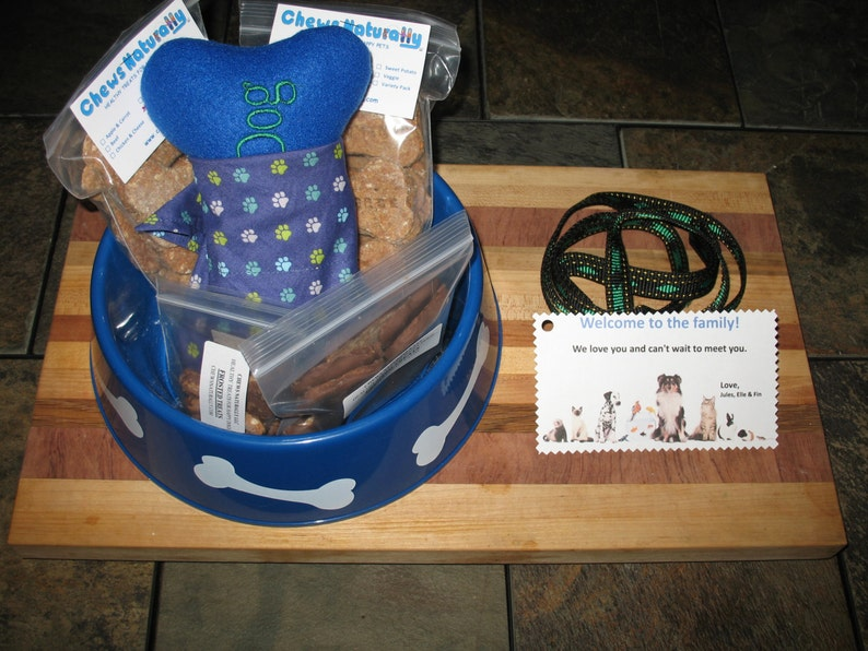 Custom Large Doggy Gift Basket with Homemade Treats  Bandana image 0