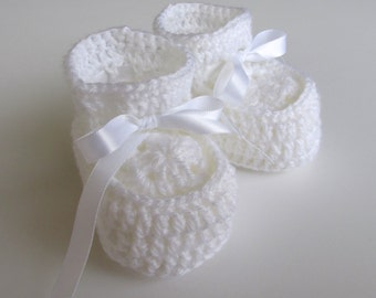 White baby booties  72e0484d5bc3