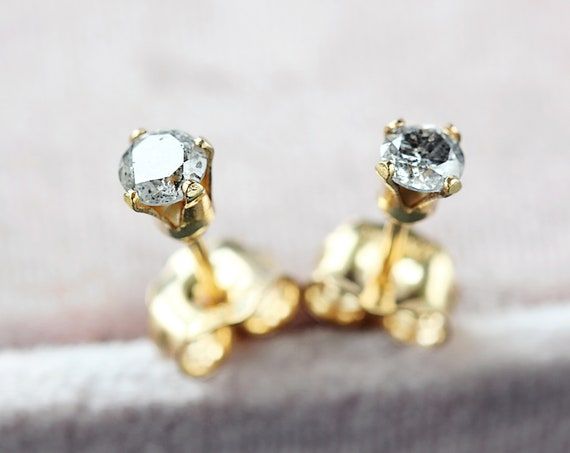 Single Diamond Stud Earring - Grey Diamond Earring