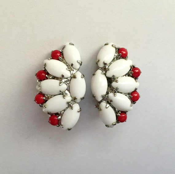Vintage 1950s Red and White Milk Glass Bead Fan Sh