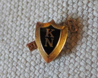 Vintage 1930s Key Club Kappa Nu Sorority Fraternal Greek Pin Badge