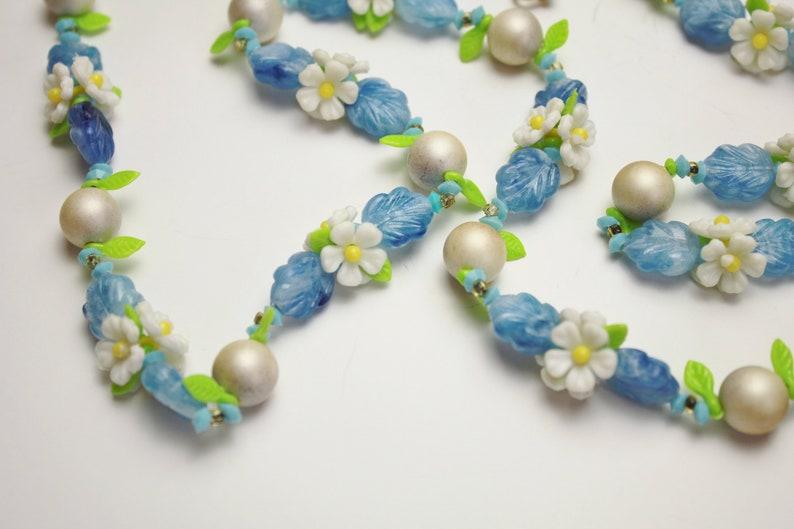 Lucite Daisy Flowers Cornflower Blue & Lemon Lime Green Leaves image 0