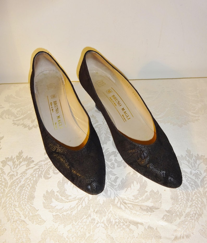 9c7612c96ce80 Vintage Bruno Magli Black Pumps Shoes Size 6 1/2 AA Paisley Embossed Suede