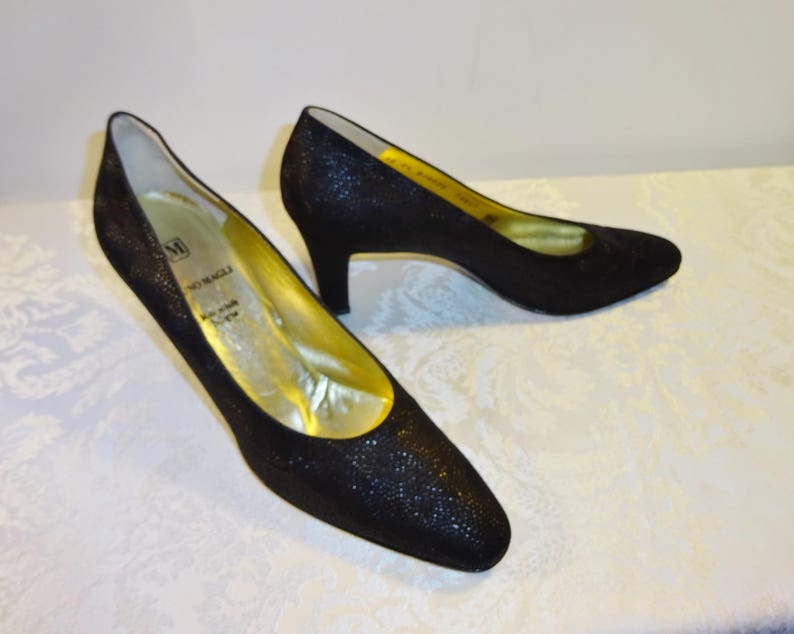 01dab833f6e69 Vintage Bruno Magli Black Pumps Shoes Size 8 1/2 AA Embossed Leather