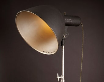 1930's Beattie News-Reel Floodlite: [our best reading light yet]