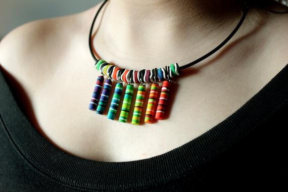 3dd61f50d0fe Collar arcilla, collar DIY, collar fimo, bisutería artesanal, collar  arcoiris, reiki, joyería creativa, moda España, collar simbólico