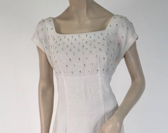 "Vintage 1950s White Linen Short Sleeve Dress w Pearl and Rhinestone Accents Size XL 33"" Waist"