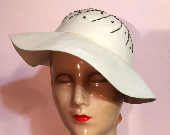 Vintage 1940s Cream Felt Beaded Hat by Schermann Fifth Avenue New York 22 Inch