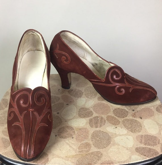 Vintage 1930s Cinnamon Brown Suede and Leather Pumps 7.5 Narrow