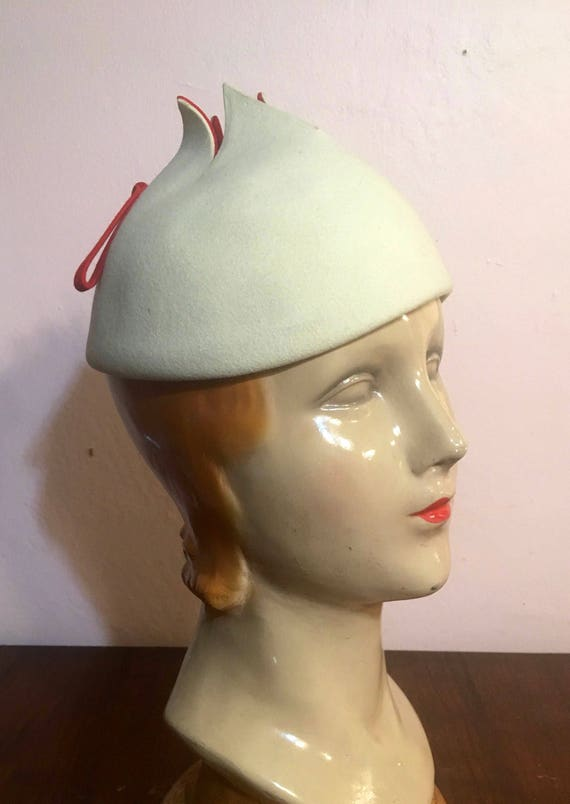 Vintage 1960s Cream White  and Red Felt Pixie Hat By Marima for I. Magnin
