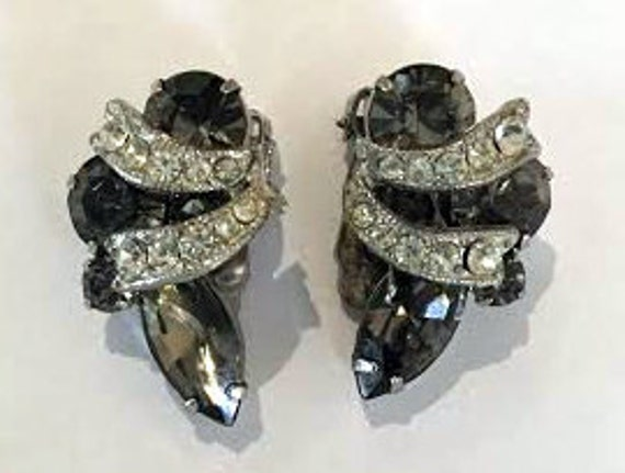 Vintage 1950s Weiss Smokey Grey Rhinestone Earrings